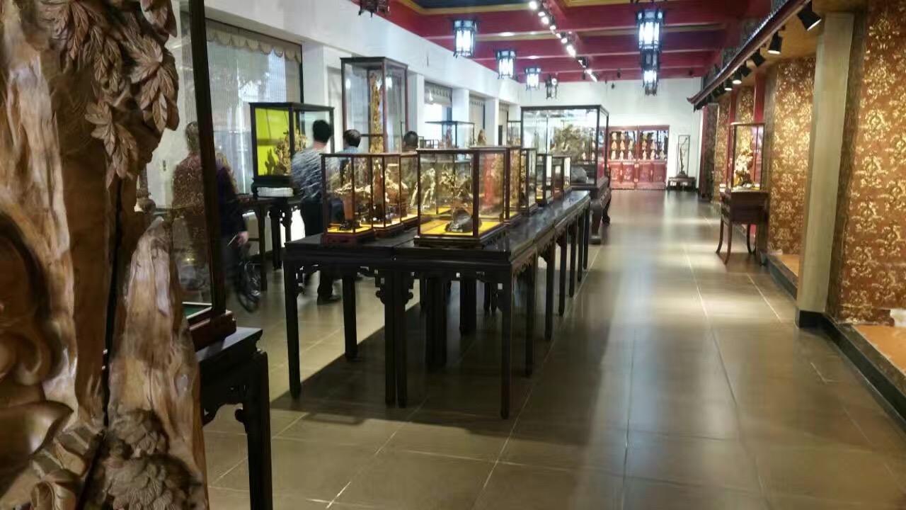 还参观了中国木雕艺术大师余黎明,高金山,郑春辉,中国工艺美术大师